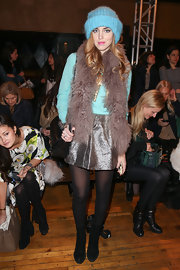 Chiara Ferragni played with different textures and colors with her look, especially with this metallic mini skirt!