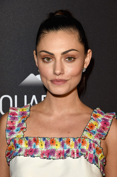 Phoebe Tonkin Neutral Eyeshadow