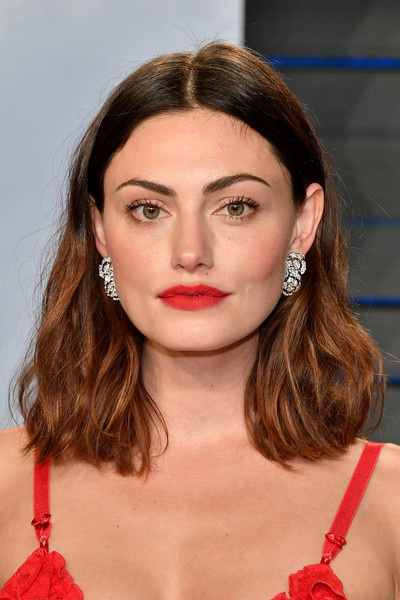 Phoebe Tonkin Medium Wavy Cut