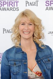 Laura Dern wore her long blond locks in bouncy curls with wispy bangs at the 2012 Independent Spirit Awards.
