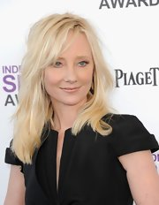 Anna Heche arrived at the 2012 Independent Spirit Awards wearing her pale tresses in subtle layers.