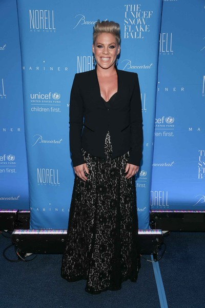 Pink Long Skirt [carpet,premiere,dress,event,electric blue,fashion design,flooring,award,red carpet,pink,cipriani wall street,new york city,unicef,snowflake ball]