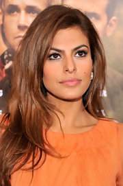 Eva Mendes kept her beauty look soft and natural with a subtle pink lip color.