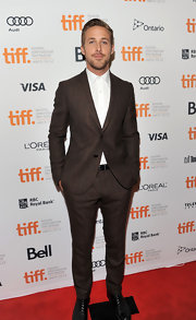 Ryan Gosling made us swoon as he wore a slightly pinstriped ensemble at the Toronto premiere.