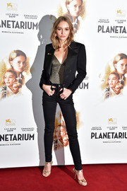 Lily-Rose Depp smartened her casual outfit with a black tux jacket by Chanel.