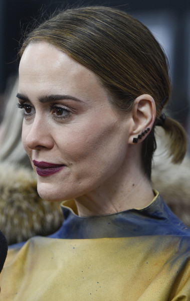 Sarah Paulson wore her hair in a simple short ponytail at the Washington, DC premiere of 'The Post.'