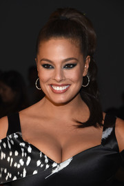 Ashley Graham pulled her hair away from her face in a wavy ponytail for the Prabal Gurung fashion show.