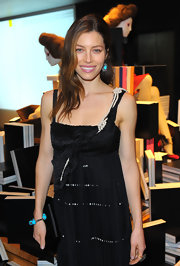 Big kudos to Jessica Biel, who could have easily gotten all matchy matchy with the pearls on her LBD. Instead, the actress chose to contrast the look with a chunky turquoise and diamond beaded bracelet.