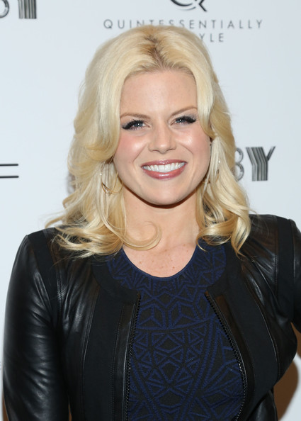 Megan Hilty's platinum locks looked super glamorous with loose waves and a center part.