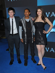 Logan Lerman opted for a classic look with a black suit at the 'Avatar' premiere.