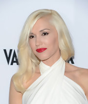 Gwen's platinum blonde locks looked effortlessly chic with a soft wave.