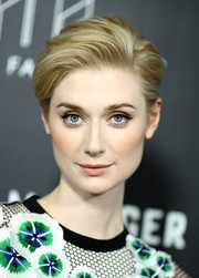 We love that messy texture on Elizabeth Debicki's hair at the premiere of 'The Night Manager.'