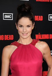 At 'The Walking Dead' premiere Sarah Wayne Callies wore her hair in an adorable loose bun with a few soft, face-framing curls. The effect was super sweet and feminine.