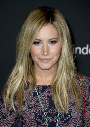 Ashley Tisdale looked mildly edgy with her layered 'do during the premiere of 'The Walking Dead' season 4.