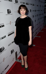 Rose McGowan opted for a low-key look with this loose black velvet blouse when she attended the premiere of 'About Alex.'