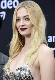 Sophie Turner opted for a subtly wavy hairstyle when she attended the premiere of 'Chasing Happiness.'