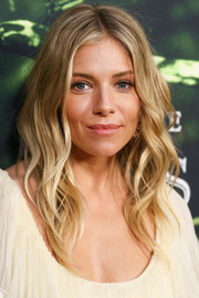 Sienna Miller framed her face with boho waves for the premiere of 'The Lost City of Z.'