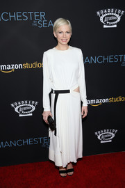 Michelle Williams took a fashion risk with this baggy white cutout dress by Louis Vuitton at the premiere of 'Manchester by the Sea.'