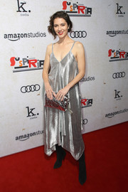 Mary Elizabeth Winstead matched her dress with a metallic clutch by Jimmy Choo.