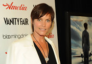 Carey Lowell rocked an adorable pixie cut at the premiere of 'Amelia.'
