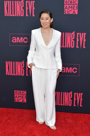 Sandra Oh looked smart in a white Armani pantsuit at the premiere of 'Killing Eve' season 2.