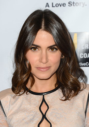 Nikki Reed looked downright gorgeous wearing her hair in a shoulder-length wavy style during the 'Bridegroom' premiere.