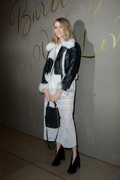 Elena Perminova styled her outfit with an elegant black chain-strap bag.