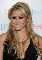 Cassie Scerbo wore long tousled curls to the premiere of 'Beastly.'