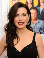 "Julianna Margulies looked all too elegant at the premiere of ""City Island"". The actress looked like a modern day glamazon with her red lips, black dress and side-swept curls."