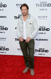 Peter Facinelli's light-wash denim jacket kept his red carpet look on the casual side.