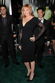 Kari Byron donned sophisticated black patent leather pumps with a mature LBD.