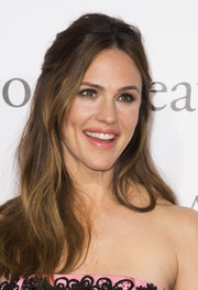 Jennifer Garner looked pretty wearing this loose half-up style at the premiere of 'Miracles from Heaven.'