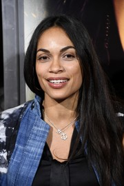 Rosario Dawson stayed casual with this straight center-parted style at the premiere of 'Miss Bala.'