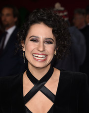 Ilana Glazer sported a short curly 'do at the premiere of 'The Night Before.'
