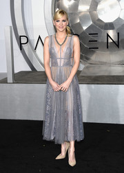 Anna Faris was sweet, sexy, and edgy all at once in a studded lilac lace dress by Reem Acra at the premiere of 'Passengers.'