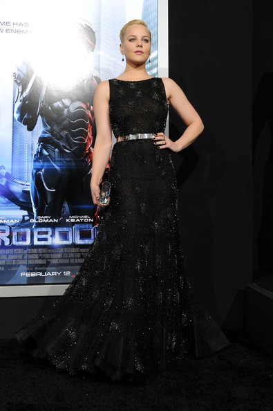 Abbie Cornish was a vision in a beaded black Nicholas Oakwell gown during the 'Robocop' premiere.