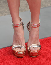 Anna Faris stepped out on the red carpet wearing ultra-chic gold and silver platform sandals during the premiere of 'Cloudy with a Chance of Meatballs 2.'