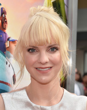 Anna Faris rocked a messy bun with blunt bangs at the premiere of 'Cloudy with a Chance of Meatballs 2.'