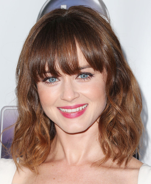 More Pics Of Alexis Bledel Medium Wavy Cut With Bangs 14 19 Shoulder Length Hairstyles