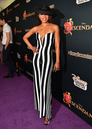 Wendy Raquel Robinson made a bold statement with this plunging black-and-white striped jumpsuit at the 'Descendants' premiere.