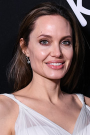 Angelina Jolie went for a simple straight hairstyle at the premiere of 'Dumbo.'