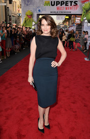 Tina Fey chose a simple yet classy two-tone dress by Antonio Berardi for the 'Muppets Most Wanted' premiere.