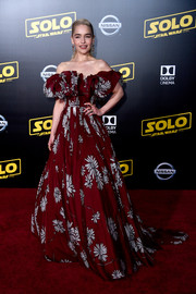 Emilia Clarke gave us Scarlett O'Hara vibes with this floral off-the-shoulder ball gown by Valentino Couture at the premiere of 'Solo: A Star Wars Story.'