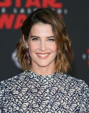 Cobie Smulders styled her short hair with piecey waves for the premiere of 'Star Wars: The Last Jedi.'