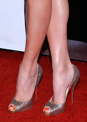 Stacy Keibler displayed her long legs on the red carpet. They were sure to stand out with foot candy like this. Her sparkling peep-toe pumps were amazing.