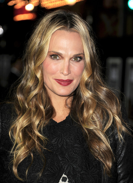 More Pics of Molly Sims Long Wavy Cut (1 of 2) - Long Wavy Cut Lookbook - StyleBistro