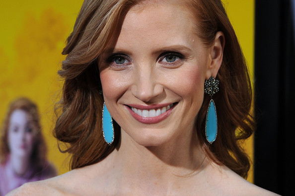 More Pics of Jessica Chastain Dangling Diamond Earrings (1 of 10) - Jessica Chastain Lookbook - StyleBistro