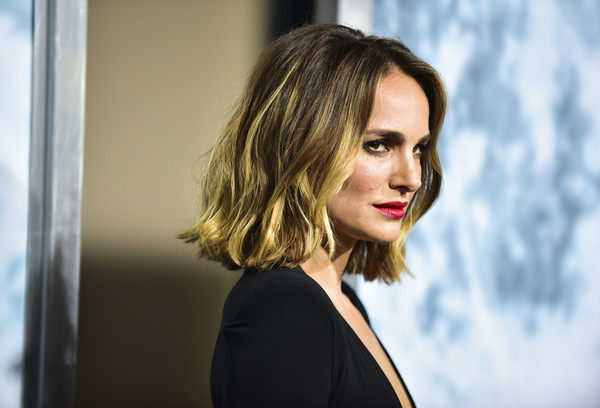 More Pics of Natalie Portman Red Lipstick (2 of 16) - Makeup Lookbook - StyleBistro [lucy in the sky,hair,face,blond,hairstyle,lip,beauty,eyebrow,chin,fashion,long hair,natalie portman,arrivals,california,los angeles,darryl zanuck theater,fox,fox studios,premiere,premiere]