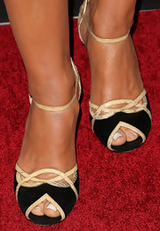 Sandra Vidal wore classic evening sandals with snakeskin trim for a cool red carpet look.