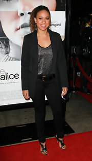 Tracie Thoms looked refined and sexy in metalic high heeled sandals. The heels were the perfect addition to skinny jeans and an oversize blazer.